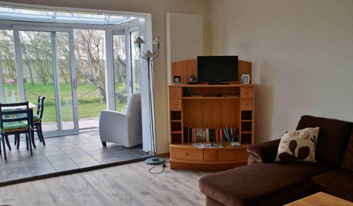 Wohnzimmer mit Blick auf den Wintergarten